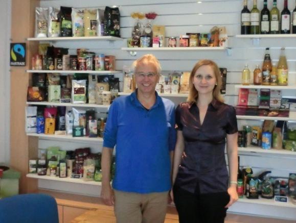 Anna von Fairtrade Stadt Mainz und Dieter Overath