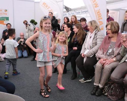 Faire Modenschau auf der Messe Faire Welten in Mainz
