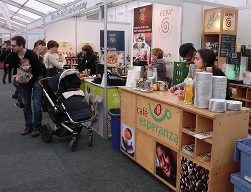 Kaffeebar mit fair trade Kaffee auf der Messe Faire Welten in Mainz